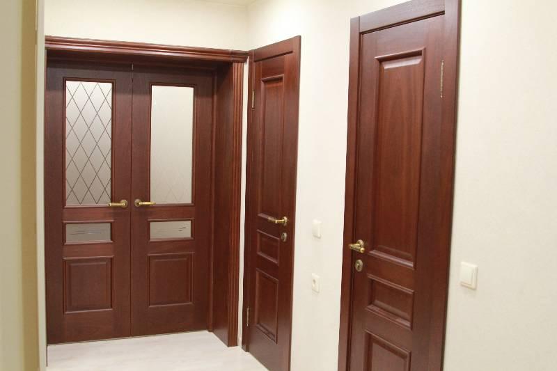 Межкомнатные двери Ирида (красное дерево) в интерьере