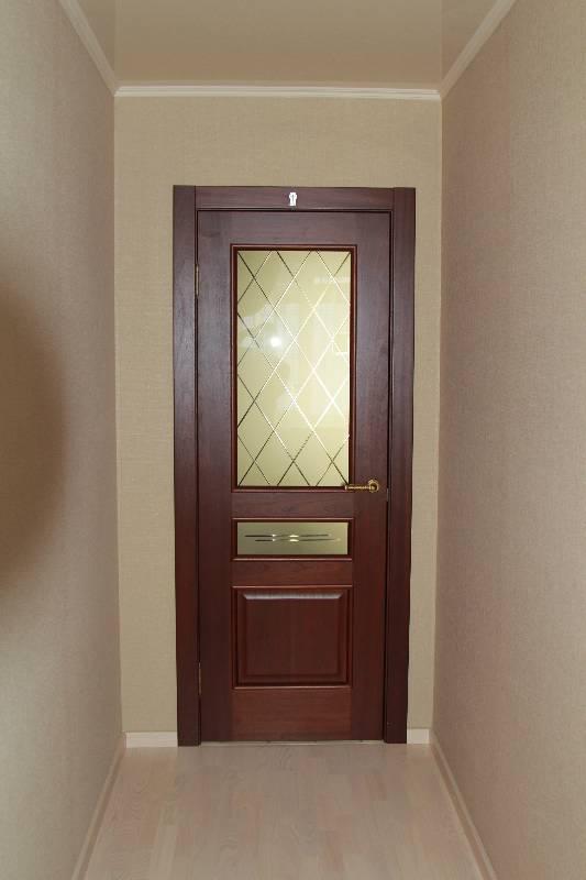 Дверь Ирида красное дерево в интерьере